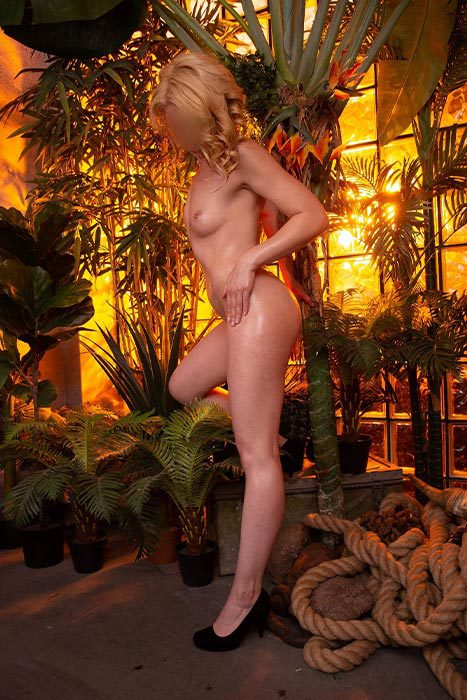 Escort-lady-Laura-52